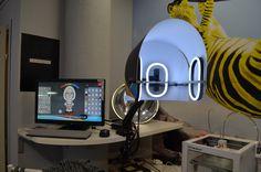 🎁Ο νέος μας 3d Scanner είναι εδώ!!!📢📣 NEW IN 🎉🎁🎉 new services🎊 Ο 3D σαρωτής προσώπου έχει τη δυνατότητα να δημιουργεί αυτόματα, μέσα σε λίγα δευτερόλεπτα, ομοίωμα του προσώπου σας με εξαιρετική ακρίβεια. Στη συνέχεια, με την εφαρμογή του Bobbleshop, μπορείτε να επιλέξετε τον επιθυμητό συνδυασμό σώματος/αξεσουάρ προς εκτύπωση! 👴👷♂️👧 #3dspot #3dprinting #3dprints #skg #humanscan #3dmodels #facescan #scanning #3dscan #minatures 3d Scanner, 3d Models, 3d Prints