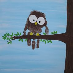 Cute Handprint Owl! To make this, you need: a canvas, gesso, foam brush, acrylic paint (brown, white, black, yellow, green), pencil, and baby wipes. #preschool #kidscrafts #owl