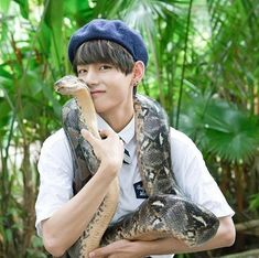 Bts V and Snakeu
