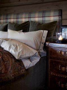 rustic bedroom wall decor - Internal Home Design Decor, Cabin Bedroom, Bed, Home, Cabin Decor, Bedroom Inspirations, Living Room Remodel, Rustic Bedroom, Bedroom Wall