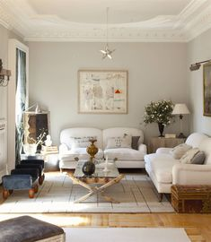 Lo bueno y lo malo de ser ordenado Beige living room with white sofas and stone gray painted wall. Beige Living Rooms, Living Room Decor, Japan Room, Grey Painted Walls, Brick Fireplace Makeover, Fashion Room, Home Staging, House Rooms, Home And Living