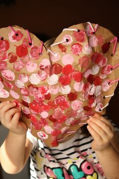 Paper Bag Puffy Hearts Valentines - Happy Hooligans : paper bag craft - simple Valentine craft for toddlers and preschoolers - puffy heart craft Toddler Valentine Crafts, Kinder Valentines, Valentine Theme, Valentines Day Activities, Valentines For Kids, Toddler Crafts, Printable Valentine, Homemade Valentines, Valentine Wreath