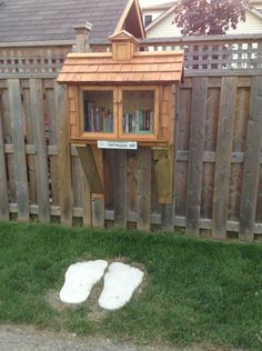 Little Free Library Plans, Little Library, Little Free Libraries, Library Inspiration, Library Ideas, Mini Library, Library Books, Street Library, Future Library