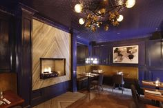 Ming Blue Chinoiserie style private dining room in NYC's Jue Lan Club restaurant, designed by Dutch East Design Chinese Restaurant, Cafe Restaurant, Restaurant Design, Visual Merchandising, Interior Inspiration, Design Inspiration, Lounge Club, Private Dining Room, Dining Rooms