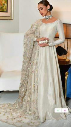 Asian Wedding Dress Pakistani, Pakistani Fashion Party Wear, Pakistani Formal Dresses, Pakistani Dress Design, Pakistani Outfits, Pakistani Gowns, Pakistani Bridal Couture, New Bridal Dresses, Desi Wedding Dresses