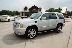 2013 Cadillac Escalade Luxury LUXURY SUV 4 Doors Silver for sale in Hudson oaks, TX http://www.usedcarsgroup.com/used-2013-cadillac-escalade-hudson_oaks-tx-1gys4bef3dr143476