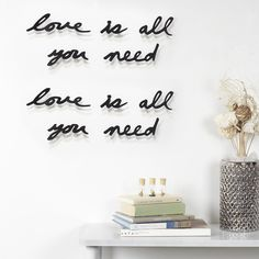 """Mantra wall decor - """"Love is all you need"""" - zwart - Umbra 3d Wall Decor, Flower Wall Decor, Mantra, Objet Deco Design, Wall Text, Chimney Breast, Quirky Decor, Statement Wall, Love Wall"""