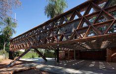 *자이언트 벽돌 캐노피 [ gabinete de arquitectura ] monumental brick canopy in asunción, paraguay Solano Benitez, Built Environment, Coral, Contemporary Architecture, Hostel, Pavilion, Canopy, Landscape Design, Swimming Pools