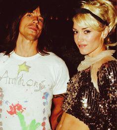 Gwen Stefani and Anthony Kiedis. Gwen Stefani 90s, Gwen Stefani No Doubt, Gwen Stefani Style, Pretty People, Beautiful People, Music Is Life, My Music, 1990 Style, Anthony Kiedis