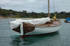 """""""Kitty Miller"""" C 126 - Australian couta Sailing Dinghy, Classic Wooden Boats, Boat Building, Outdoor Furniture, Outdoor Decor, Latina, Kitty, Image, Boats"""
