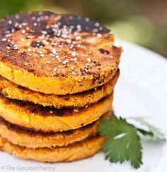 Clean Eating Sweet Potato Cakes - all you need is sweet potato (+coconut oil, eggs, and salt) and coconut flour (maple syrup for topping) Sweet Potato Waffles, Sweet Potato Breakfast, Breakfast Recipes, Paleo Breakfast, Breakfast Ideas, Dessert Recipes, Waffle Recipes, Paleo Recipes, Cooking Recipes