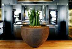 Contemporary ceramic pot - Atelier Vierkant