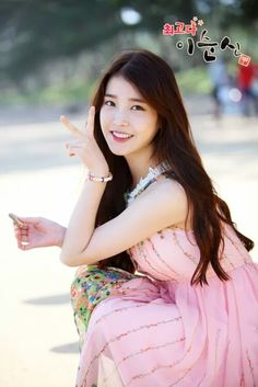 so cute/lee ji eun Iu Fashion, Korea Fashion, Asian Woman, Asian Girl, You're Awesome, Korean Outfits, Queen, K Idols, Korean Singer