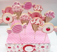 Candy and ice cream shaped sugar cookies Candy Cookies, Iced Cookies, Cute Cookies, Easter Cookies, Holiday Cookies, Sugar Cookies, Decorated Cookies, Party Sweets, Candy Party
