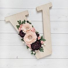 These are the most romantic colors ever 😍😍😍 Lego Letters, Cute Letters, Flower Letters, Diy Letters, Felt Flowers, Paper Flowers, Felt Crafts, Diy And Crafts, Pinterest Room Decor