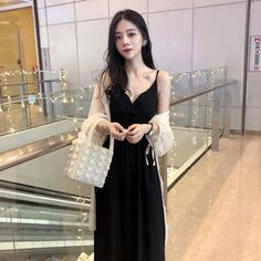 Cold wind dress female summer 2018 new minimalist slim retro temperament super fairy waist sling V-neck long skirt Summer Dresses For Women, Asian Fashion, Poses, Indian, Female, Formal Dresses, Casual, Skirts, How To Wear