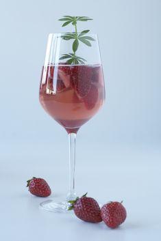 Erdbeerbowle mit feinem Waldmeister | Wein(seligkeiten) my love affair with Rosé
