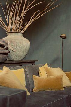 Rustic, mooie combi grijs met oker. Interior Styling, Interior Decorating, Interior Design, Beautiful Interiors, Colorful Interiors, Belgian Style, Transitional Decor, Grey And Gold, Mellow Yellow