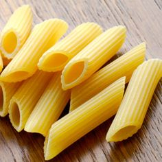 Penne comes smooth or ridged and is best served with meat, fish, or hearty vegetable mix-ins. It can also be baked in a casserole and is suitable for frying Cold Pasta Dishes, Baked Pasta Dishes, Filled Pasta, Pasta Shapes, Drying Pasta, Stuffed Pasta Shells, Pasta Bake, Food Hacks, Food Tips
