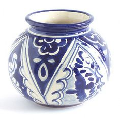 Our Piece of the Week this week is the Paloma Round Vase : Emilia Ceramics. A lovely #blueandwhite vase for those delicate yellow flowers.