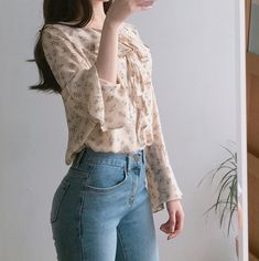 Find images and videos about girl, fashion and style on We Heart It - the app to get lost in what you love. Korean Girl Fashion, Korean Fashion Trends, Ulzzang Fashion, Asian Fashion, Look Fashion, Fashion Outfits, Korea Fashion, Fashion Styles, Fashion Clothes