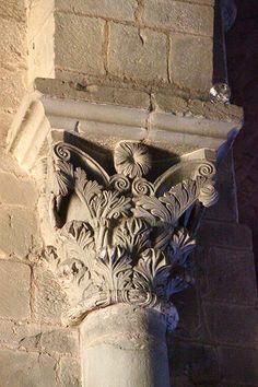 Basilique Saint-Nazaire à Carcassonne.,capitel romanico.  Languedoc-Roussillon Francia