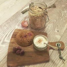 Ik maakte vanochtend een easy 'mugcake' ontbijtje met kwark en frambozen, heerlijk! Check het recept op www.theculinarytravel.nl