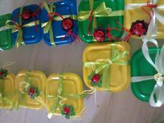 Bedankje communie Jip. Klein doosje ( zeeman) gevuld met kikkers en een gelukspoppetje in de vorm van een lieveheersbeestje( thema communie onder de vleugels van onze lieve heer)