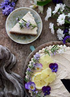 Raw Cream Cheesecake (Vegan & Gluten free) Super fresh and delicious, easy it make and raw, vegan and gluten free!
