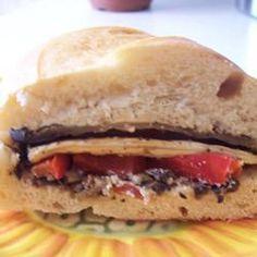Sandwich aux aubergines et aux poivrons rouges @ qc.allrecipes.ca