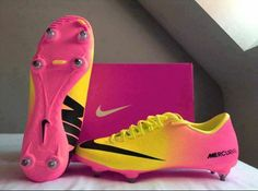 looks like a sunset on soccer cleats! Cute Soccer Shoes - Soccer shoes have special features built in to the sport, and also are made for the sport. Pink and yellow nike cleats So cute, but the pink ruins it Don't know which board to pin this too but I c Soccer Gear, Soccer Boots, Football Shoes, Nike Soccer, Football Soccer, Girls Football Boots, Soccer Stuff, Nike Cleats, Soccer Cleats
