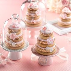 Aren't our wedding favours the loveliest? Easter Cookies, Fun Cookies, Cupcake Cookies, Wedding Desserts, Mini Desserts, Wedding Favours, Pretty Cakes, Beautiful Cakes, Pastry Cook