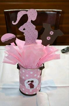 Baby Shower Centerpiece, cut onesies and Deer outlines, wrap soup cans with camo paper & pink ribbon? Fiesta Baby Shower, Baby Shower Signs, Baby Shower Fun, Baby Shower Favors, Baby Shower Parties, Baby Boy Shower, Baby Shower Crafts, Shower Bebe, Baby Shawer