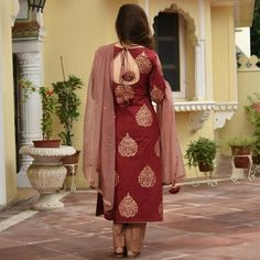 Kurti Back Neck Designs, Silk Kurti Designs, Simple Kurta Designs, Salwar Suit Neck Designs, Neck Designs For Suits, Kurta Neck Design, Sleeves Designs For Dresses, Dress Neck Designs, Fancy Blouse Designs