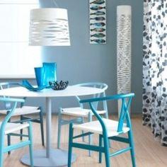 Une salle à manger tendance #table #chairs #turquoise #decor #design #decoration