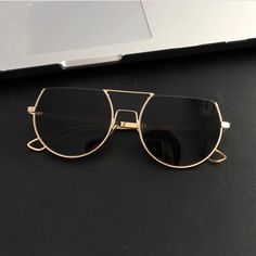 831 Likes, 23 Comments – Eyewear Accessories Sunglasses ( … – Glasses Ideas Cat Eye Sunglasses, Sunglasses Women, Sunglasses Sale, Black Sunglasses, Lunette Style, Mode Lookbook, Jewelry Accessories, Fashion Accessories, Fashion Eye Glasses