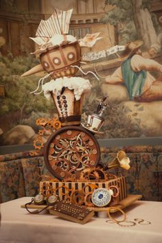 Alice or steam punk?  It's hard to tell.  Or maybe it's an Alice in Wonderland Steampunk cake, whoa now.