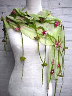 An overview of Pelske's (Els Martens) best designs of handmade felt scarfs. Nuno Felting, Needle Felting, Nuno Felt Scarf, Felted Scarf, Felt Embroidery, Textiles, Felt Art, Unique Outfits, Felt Animals