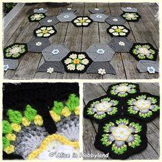 Met het haken van de 4 hexagonnen voor de Frida's Flower CAL van week 4, ben ik nu dus over de helft van de CAL qua haken. De CAL duurt in...