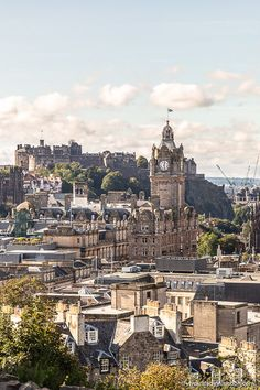 This is Calton Hill, Edinburgh. This travel itinerary for 4 days in Edinburgh, Scotland has the best Edinburgh itinerary for your trip to Scotland. It has everything from Edinburgh Castle to Edinburgh University and more. If you're looking for the best things to do in Edinburgh, this great Edinburgh itinerary has it all.