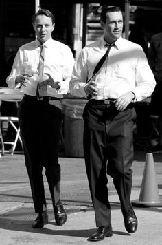 """Vincent Kartheiser Photos - Jon Hamm and Vincent Kartheiser enjoy a cup of coffee while on break from filming the hit show """"Mad Men"""" in Los Angeles. For the fourth year in a row, the AMC drama took home the Best Drama Emmy. - Jon Hamm on Set in LA Don Draper, Jon Hamm, Mad Men Season 5, Vincent Kartheiser, John Slattery, Mejores Series Tv, Men Tv, Mad Men Fashion, Mad World"""