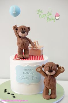 Cute teddy cake for 1st birthday or baby shower.
