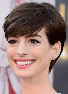 The Best Short Haircuts by Face Shape: The Pixie: Perfect for Oval, Square, Round & Heart-Shaped. Anne Hathaway, a Jewel-tone Summer. Square Face Hairstyles, Round Face Haircuts, Hairstyles For Round Faces, Short Hairstyles For Women, Ladies Hairstyles, Elegant Hairstyles, Cute Pixie Haircuts, Best Short Haircuts, Pixie Hairstyles
