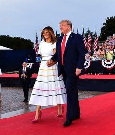 President Donald Trump alongside First Lady Melania Trump celebrated Fourth of July at the Lincoln Memorial . Donald And Melania Trump, First Lady Melania Trump, Donald Trump, Milania Trump Style, Trump Is My President, Ombré Hair, Rainbow Fashion, Ivanka Trump, Presidents