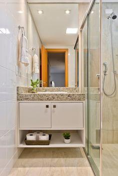 Apartamento ES por Luciana Ribeiro Arquitetura | homify Double Vanity, Bathroom Lighting, Mirror, Furniture, Home Decor, Good Ideas, Log Projects, Arquitetura, Houses