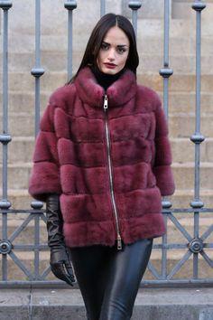 Nadire Atas on Luxury Fur Coats Manteau zippé Fur Fashion, Winter Fashion, Fashion Outfits, Fashion Trends, Trendy Outfits, Cute Outfits, Coats For Women, Clothes For Women, Comfortable Outfits
