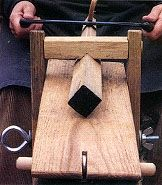 Shaving Horse Plans - Greenwoodworking - Randy shea Shaving Horse Plans - Greenwoodworking Shaving H Green Woodworking, Woodworking Hand Tools, Woodworking Workshop, Woodworking Crafts, Woodworking Projects, Woodworking Horse, Japanese Woodworking, Wood Carving Tools, Wood Tools