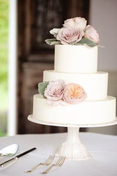 This cake has no extra design.  Fresh flowers were added and the cake was built onto a pedestal provided by the bride.