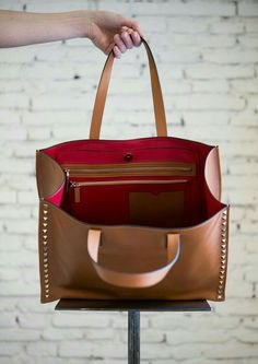 Camel Rockstud Leather Tote with red details that blows your miss away. Best Handbags, Tote Handbags, Leather Purses, Leather Handbags, Leather Bags, My Bags, Purses And Bags, Tote Bag, Crossbody Bag