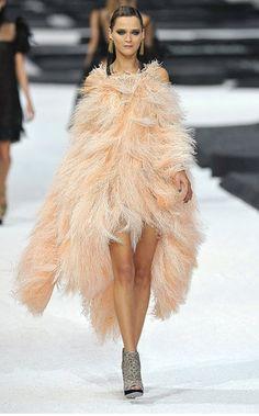 Chanel Feather dress.  blog.belenechandia.com